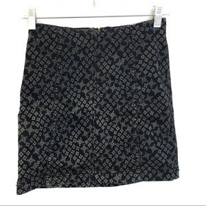 [FREE PEOPLE] Stretchy Patterned Mini Skirt Size 2